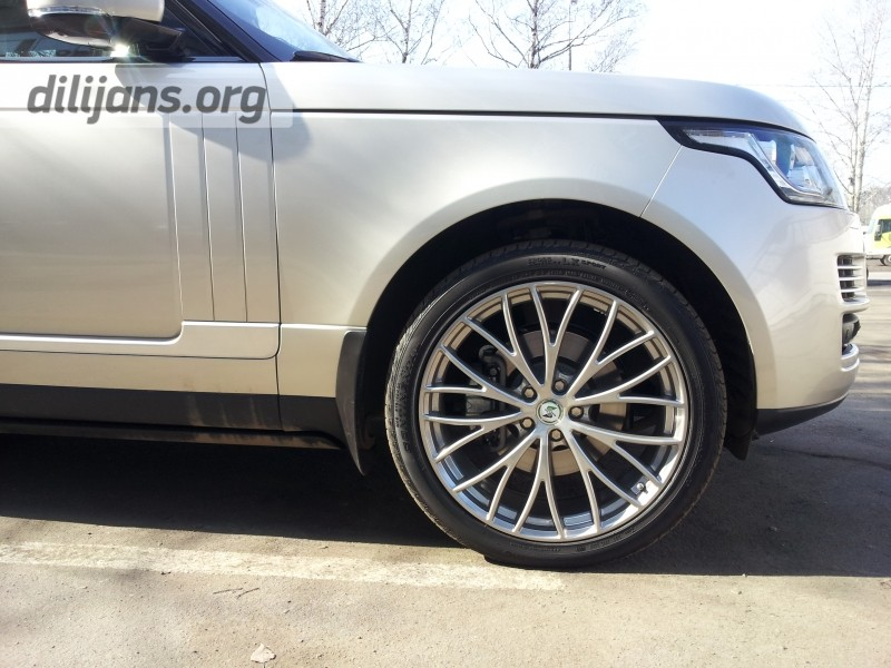 Диски EtaBeta Piuma C на Range Rover Vogue