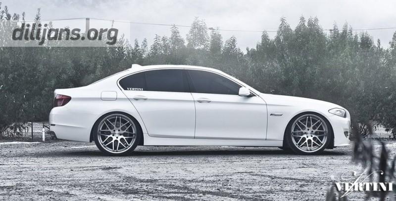 диски Vertini Concave Magic Silver 22' на White BMWF10